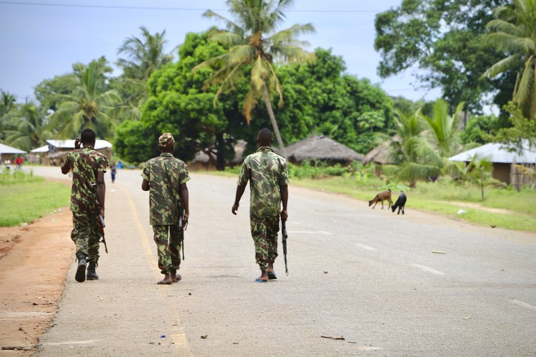 Soldiers from the Mozambican army patrol the streets of Mocimboa da Praia on March 7, 2018. ADRIEN BARBIER / AFP