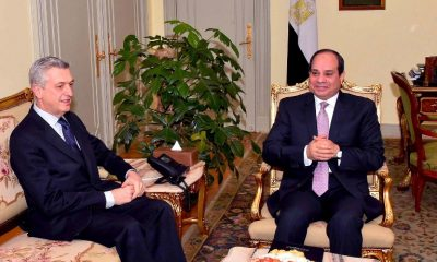Egyptian President Abdel Fattah al-Sisi with the United Nations High Commissioner for Refugees Filippo Grandi (L)