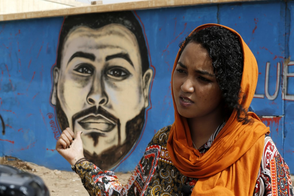 Sudanese use art murals to immortalise protest 'martyrs'