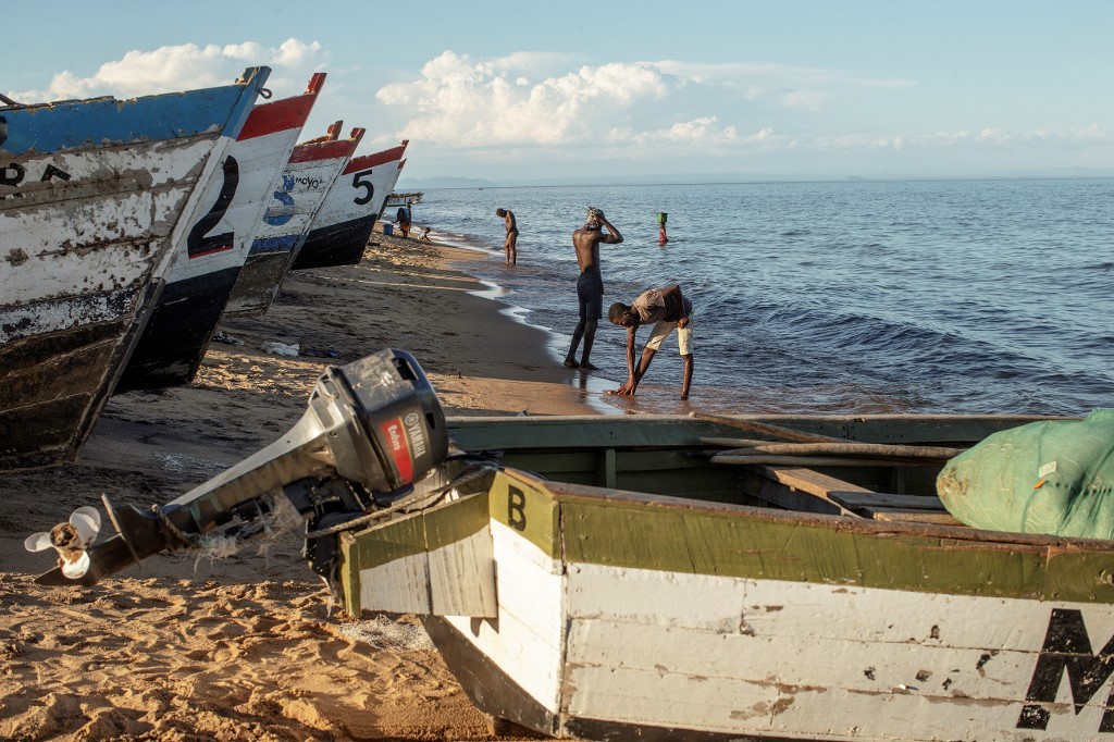 How climate change is draining Lake Malawi and local fishing economy
