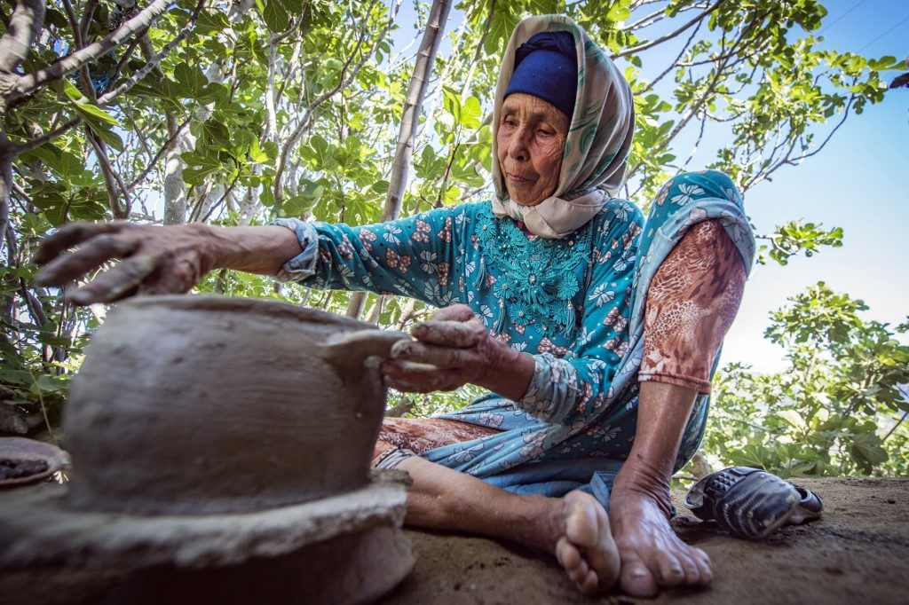 Morocco's last woman-potters hope on social media | News Central TV