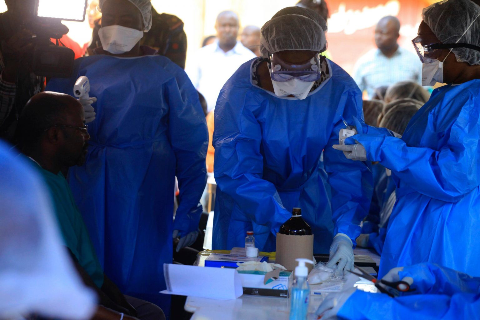 Burundi begins vaccination of frontier health workers against Ebola