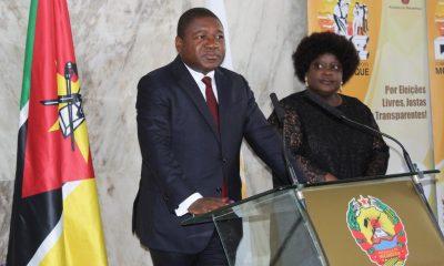 Mozambican President Felipe Nyusi(L) speaks