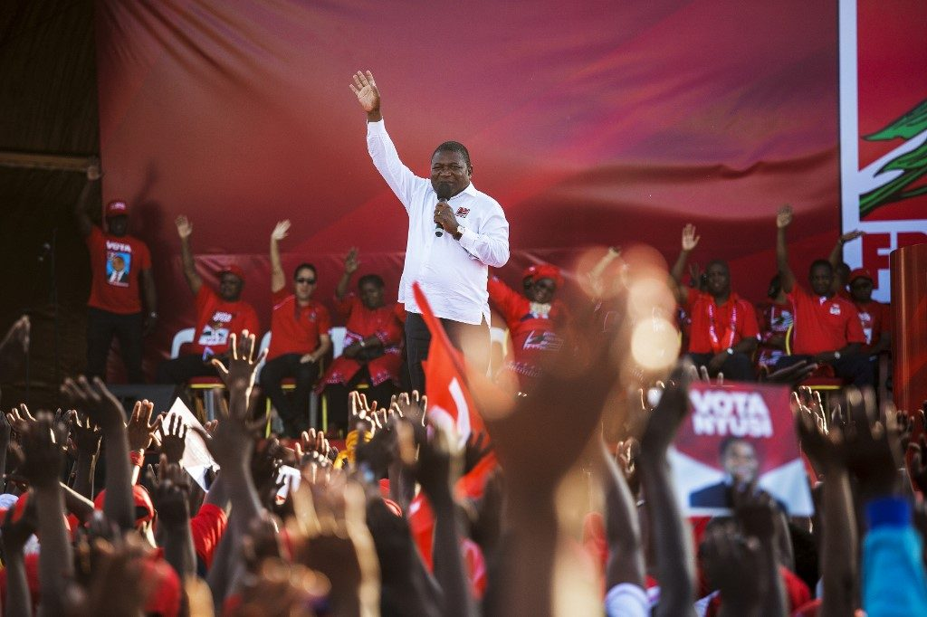 Mozambican President Filipe Nyusi campaigns on gas wealth ahead of general elections