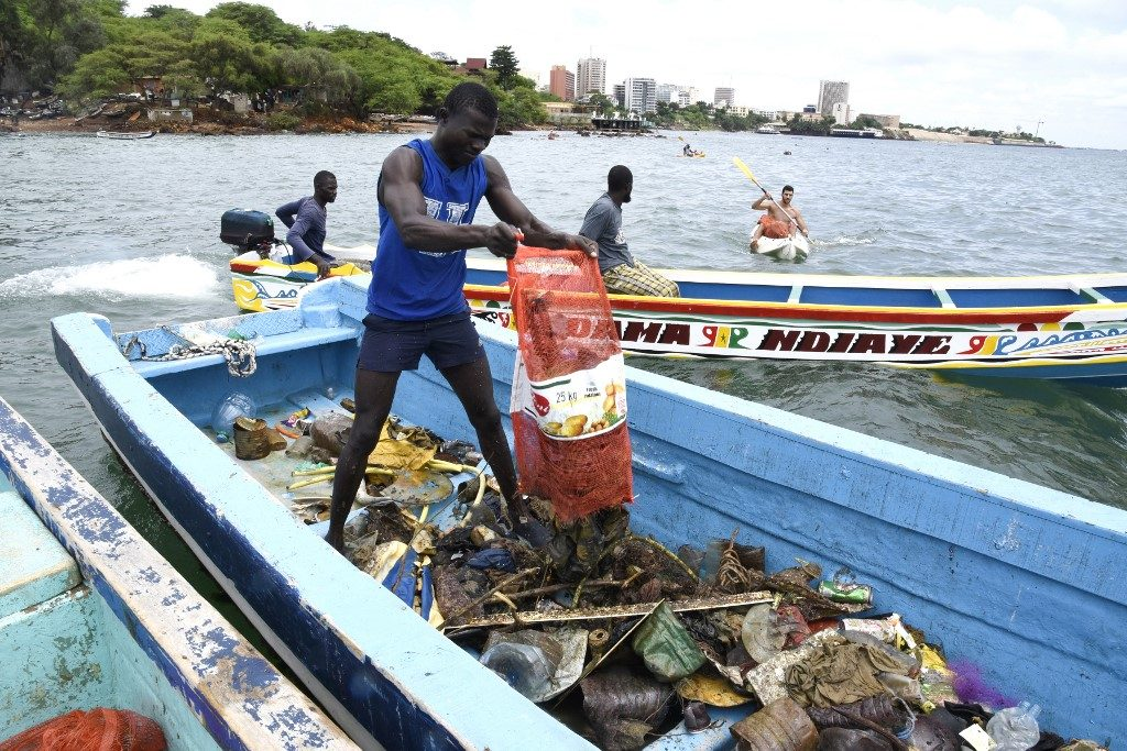 Senegalese divers plunge to end Dakar's plastic tide